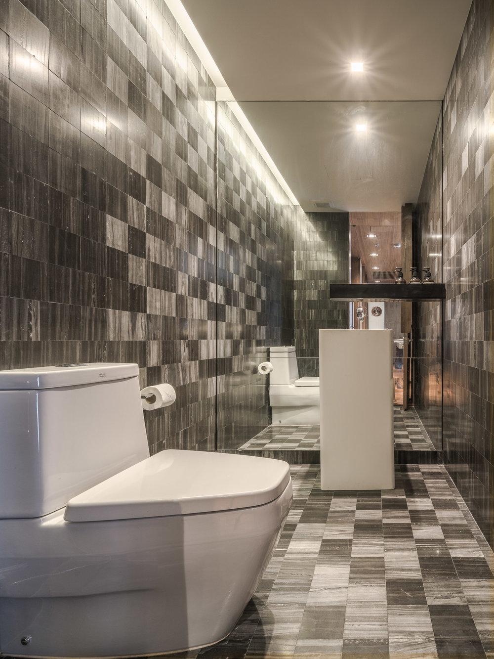 Thonglor residence_powder room