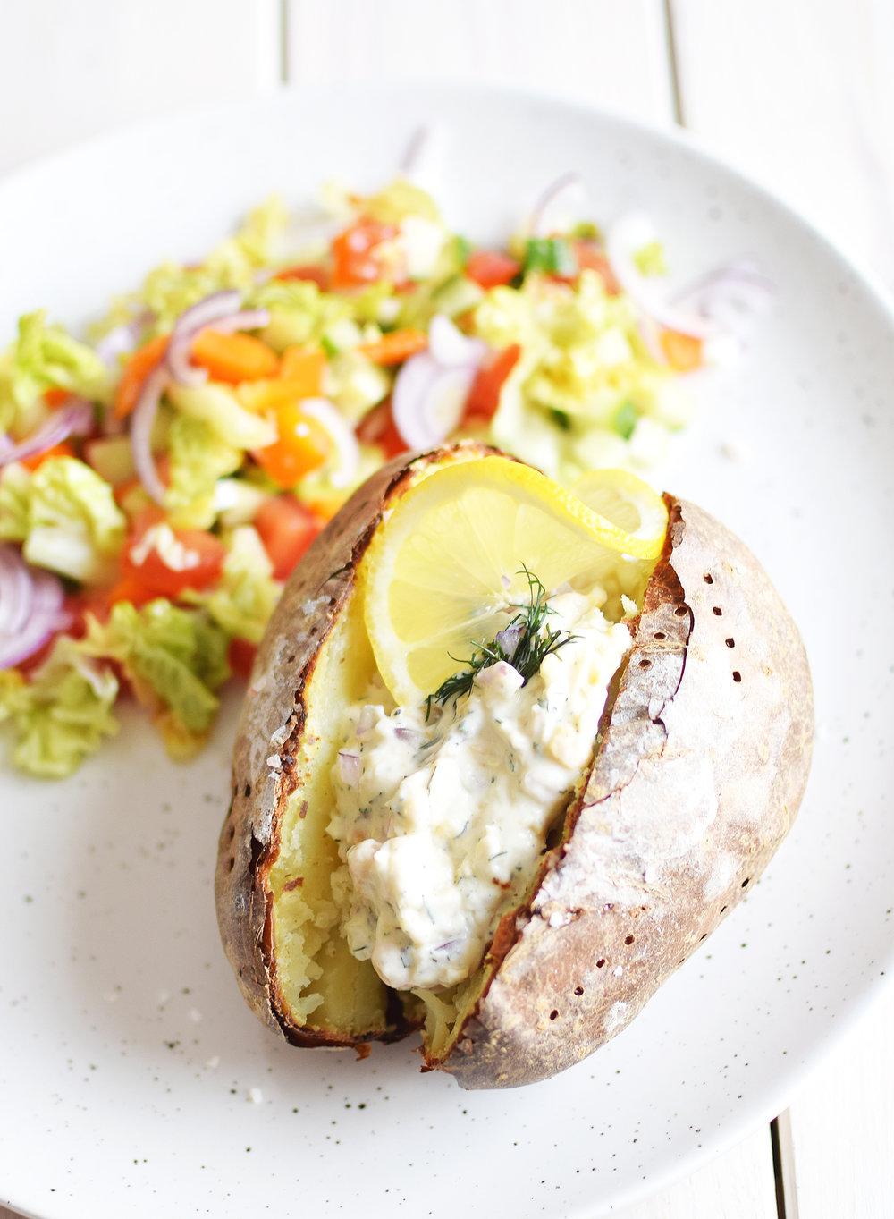 Bakad potatis med kikärtsskagen