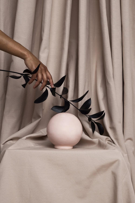 Ball Pink  Set: La Cueva Studio & Marcela Luna  Photo: Erika Anes