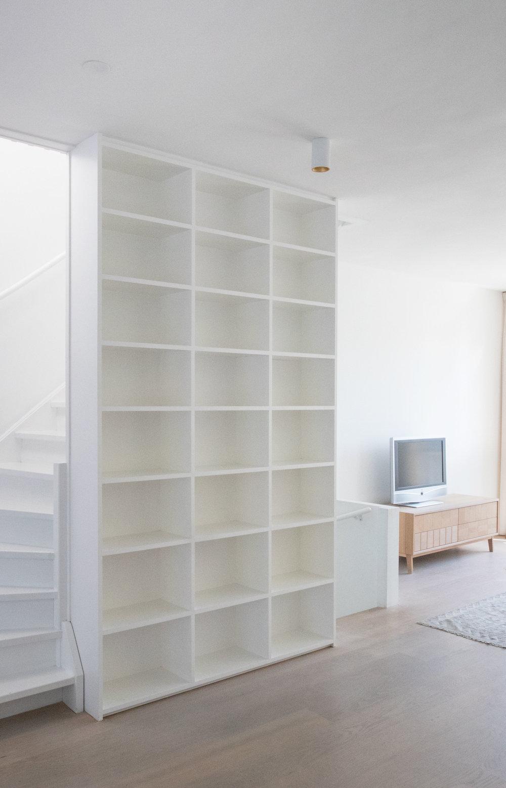 boekenkast woonkamer wit