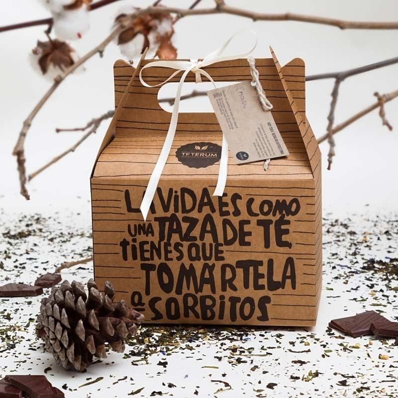 Una caja de regalo con té, chocolate y otras sorpresas… - Teterum es una marca de té sostenible de hoja de calidad que con su envasado ofrece un trabajo con sentido a personas con discapacidad.