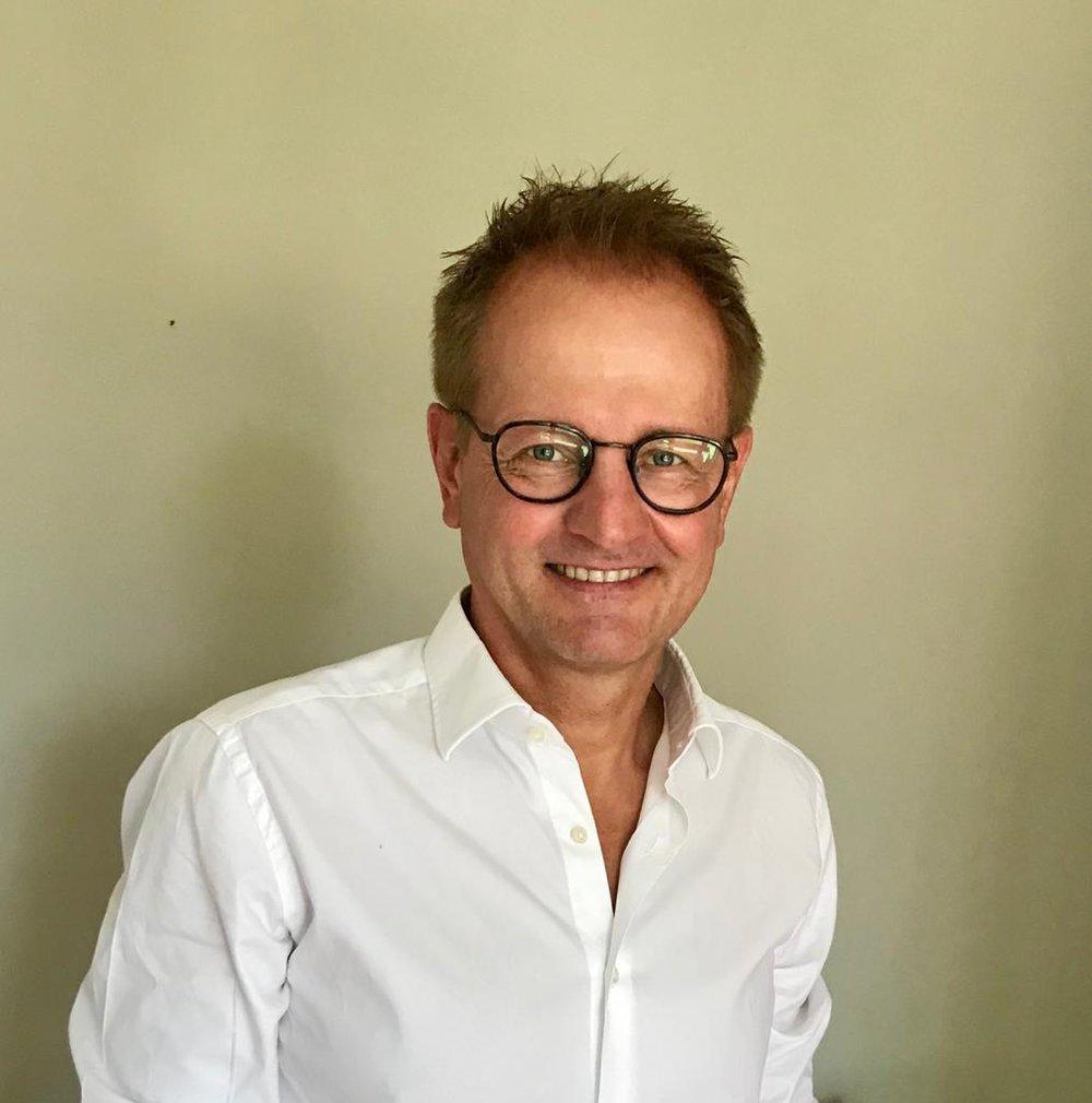 Dr. med. dent. Christoph Adam - Fachzahnarzt für Kieferorthopädie