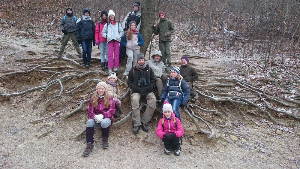 """Fagyhaláltúra - Télen közös """"mini-táborra"""", népszerűbb nevén Fagyhaláltúrára hívjuk a Kissünöket. Ez egy háromnapos hétvégi kirándulás, melynek stílusa megegyezik a táboréval."""