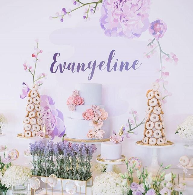 I'm having fun thinking about the upcoming sweet tables for spring and looking back and this beauty today💜🌸 #theartofsweets #sweettable #sweetstable #sweets #dessert #desserttable #baptism #godbless #cake #donuttower #cookies #spoilyourguests #hamont
