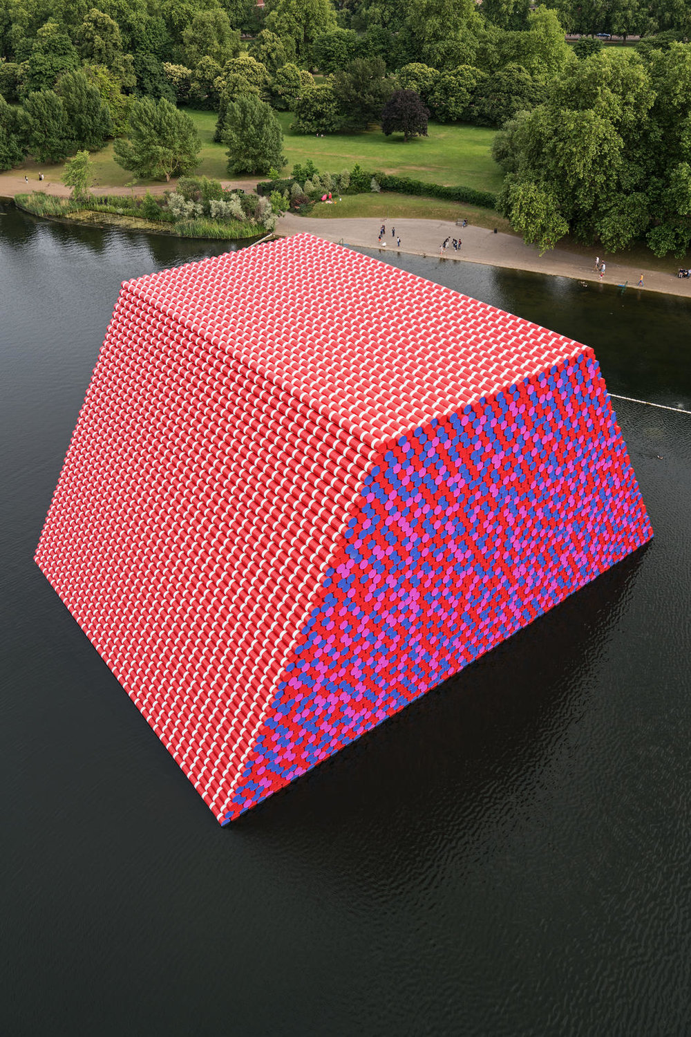Christo and Jeanne-Claude. The London Mastaba, Serpentine Lake, Hyde Park, 2016-18. Photo Wolfgang Volz © 2018 Christo