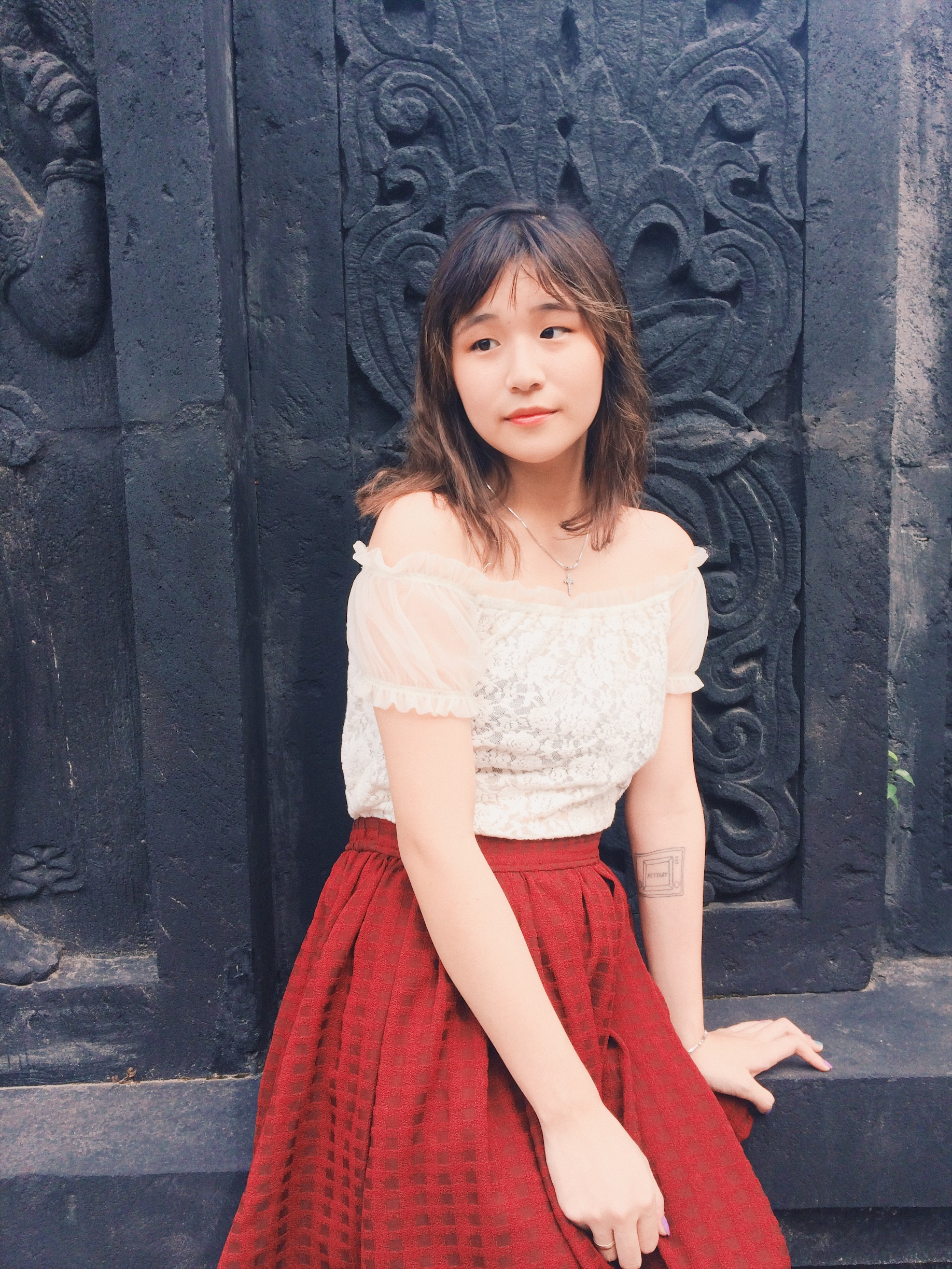 I pretend I took this photo in Bali, but actually I asked my husband to take a bunch of pictures in the park right in front of his friend's house.