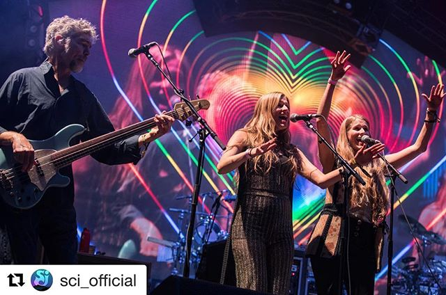 Sitting in with @sci_official last night @electric_forest festival was a sweet sweeeeet dream!! ・・・ ❤️🧡💛💚💙💜 #Love 👯‍♀️ @shooktwins🌲⚡️ @electric_forest 📸: @onthedlphoto