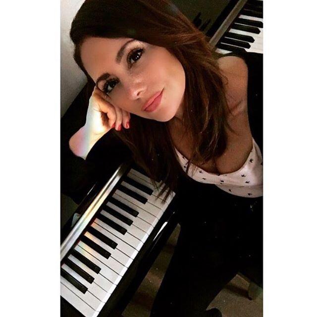 Hoy vuelta al ruedo en @lasiniarestaurant trayendo un poco de Latinoamérica a Sitges 😆. Canciones de Venezuela, Colombia, Argentina, Uruguay, algo de Brasil...con Guillermo Gomez Alvarez, guitarra española!! 21:30 hs, entrada gratuita! . . . . . . . . . . . . . . . . . . #music #genre #song #songs #envywear #envywearlody #piano #keyboard #pop #love #southamerica #dubstep #instagood #beat #beats #jam #myjam #rhythm #groove #newsong #lovethissong #remix #favoritesong #composition #photooftheday #listentothis #goodmusic #instamusic