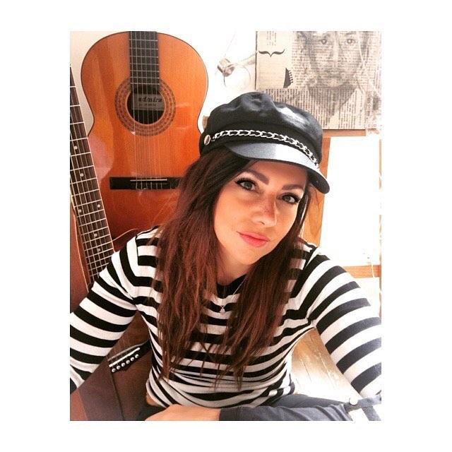 Jueves vuelta al ruedo en @macondocaribe con @guillemusicbcna & @santiagoacevedocasas 20 hs, los esperamos para disfrutar de paisajes sonoros de Latinoamérica! 💛 . . . . . . . . . . #colombia #peru #argentina #uruguay #southamerica #folksongs #musicalatinoamericana