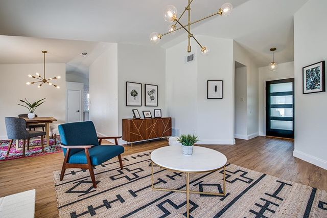 This renovation has by far been my favorite to date. Being that we're millennials still saving for retirement AND enjoying our avocado toast, I thought we'd let you in on a little secret with this awesome lighting we selected. Link in profile. #JackieJames #MidCenturyModern #worldmarket #inmyhouzz