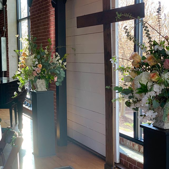 It was a beautiful weekend for Jenna and Cole's wedding!  We love how the outside is brought inside through our windows at the Loom 🍃