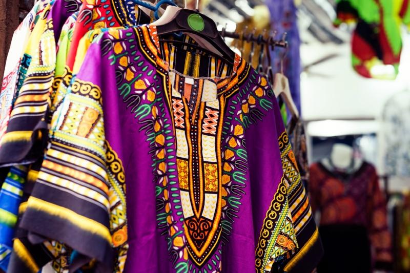 Vendors - Adetɔnfo(Twi)nihɔɔlɔi(Ga-Adangbe)asitsala(EWE)
