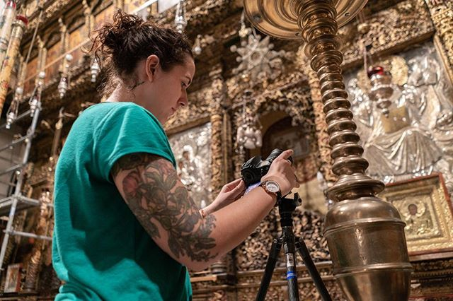 Photogrammetry is the scientific technique for acquiring measurements from photographs. Simply put, it involves taking a copious amount of photos from a variety of different angles. Pictured above is photogrammetry wiz @lalalydia inside the Church of the Nativity in Bethlehem. #virtualwonders 📸: @chris2water