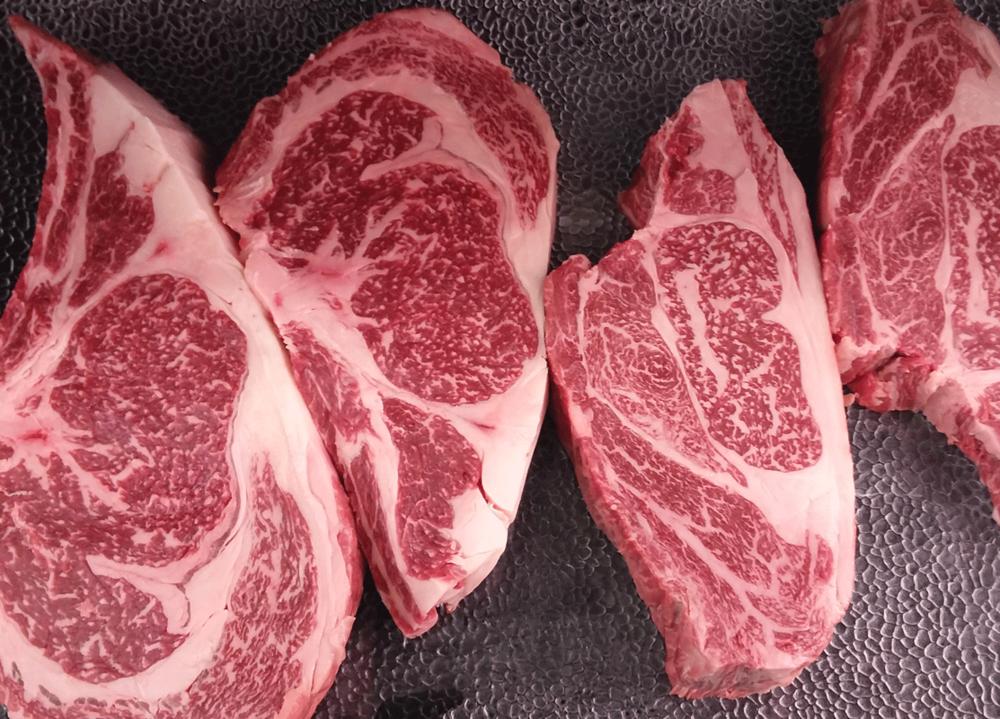 - Race d'origine japonaise d'une pureté génétique sans égale et mondialementreconnue pour sa qualité d'exception, le Wagyu de France est une viande de qualité premium persillée, grâce à son marbré intramusculaire, d'une extrême tendreté et d'une saveur incomparable.