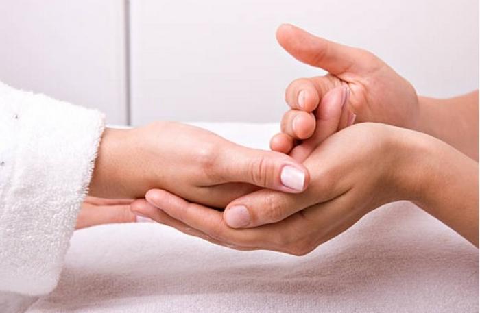 Массаж биологически активных точек, расположенных на руках