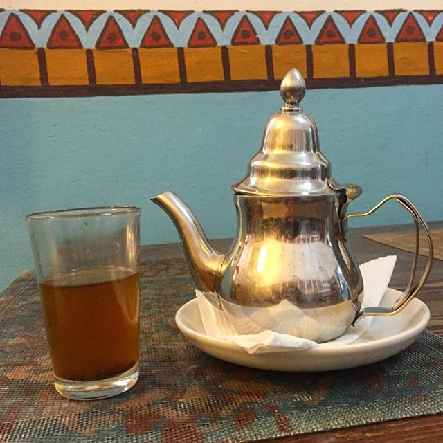 I'm getting too accustomed to daily Moroccan Mint Tea breaks 😆 . . . . #marrakech #shendovetravels #morroco #blacktravel #therunawayexperience #travelnoire