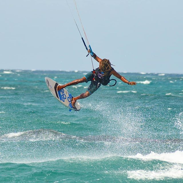 Lighter and faster 🚀💙🐙 #kitesurfing