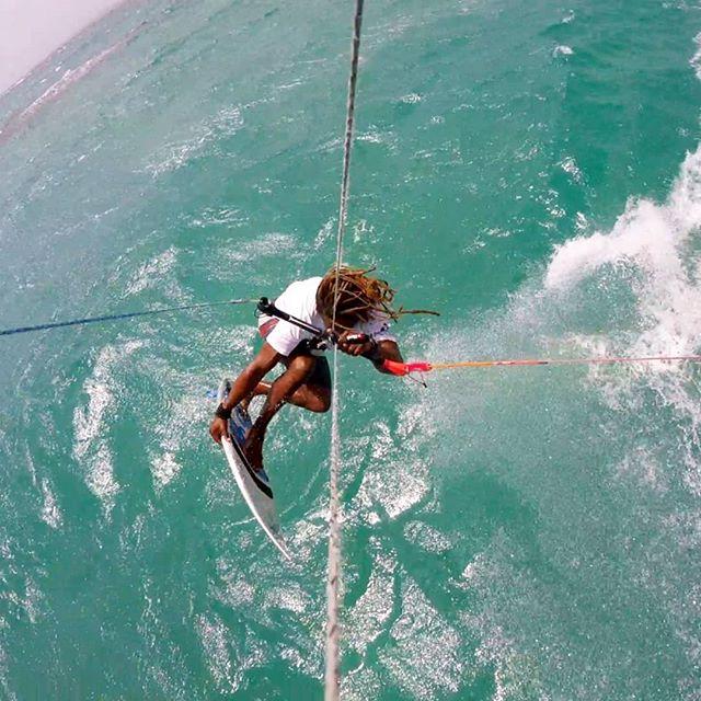 FRESH 🚀🐙 #kitesurfingworld #puertoplatakitesurfing #kitelegendteam #kitelegendschool #yogakitecamp #caribbeanlifestyle #kitesurschool www.kitelegendschool.com