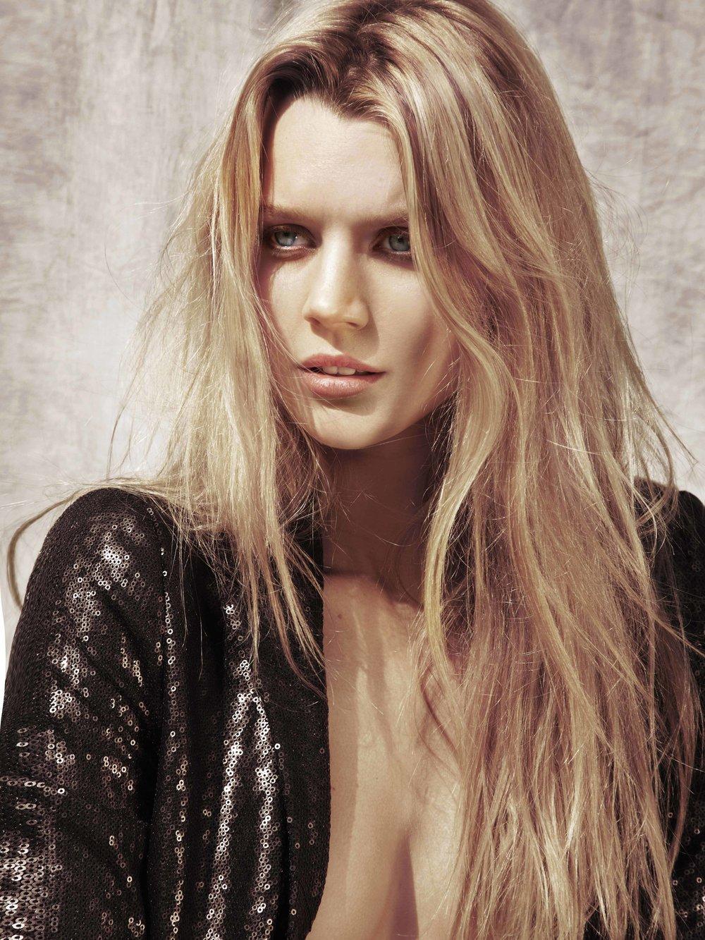 Andrea-Bowman-Carter Jayne Moore blonde bombshell beach blonde boho blonde blond hair loose styling textured hair balayage sexy blonde bridgitte bardot