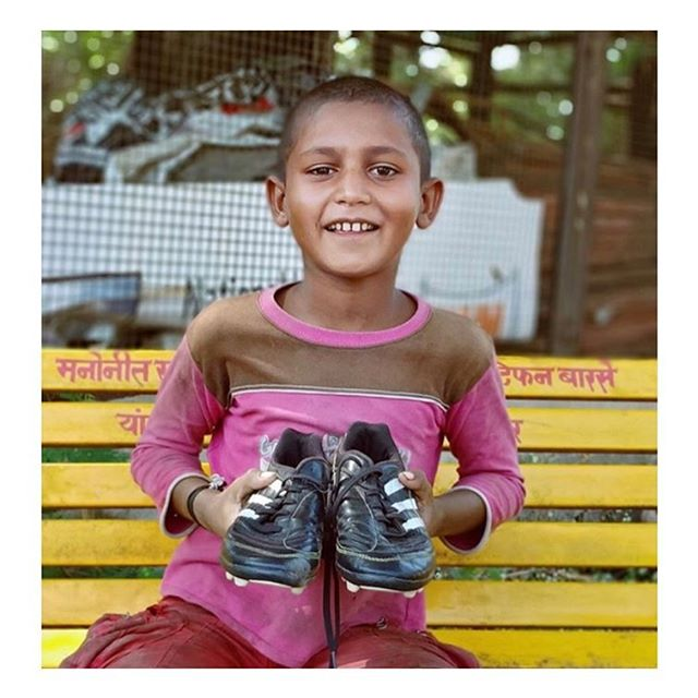 @theirbeautifulgame donated recently to @slumsoccer and now this boy in India is happy and has boots which should make us all happy 😁😁😁