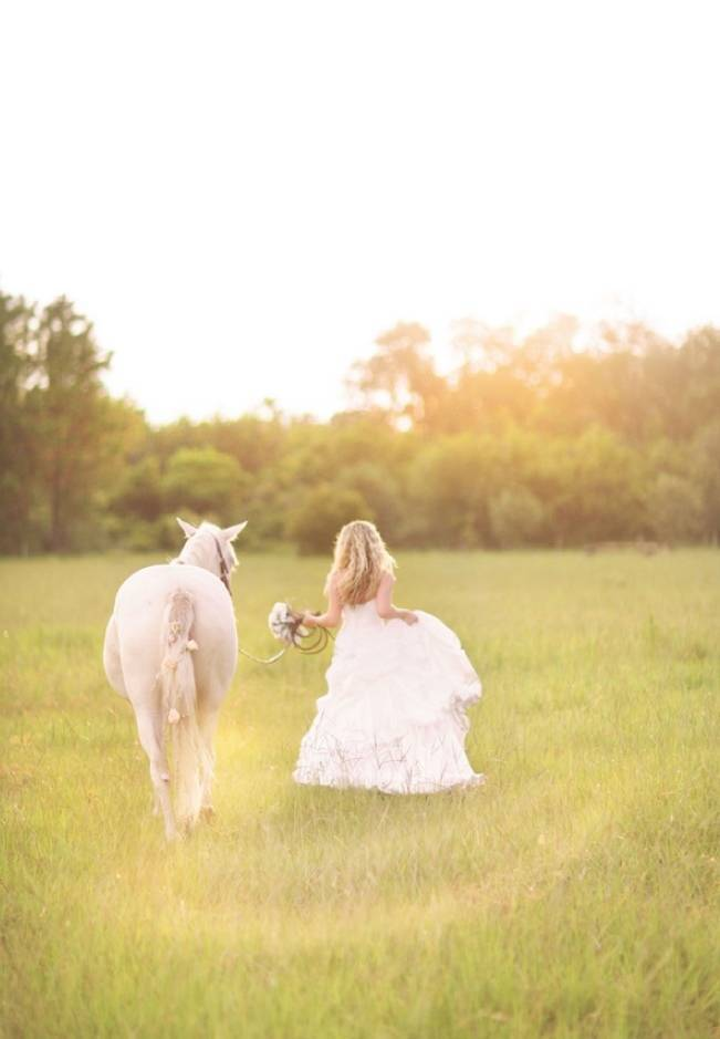 Rustic-Bridal-Bride-and-Horse-8.jpg