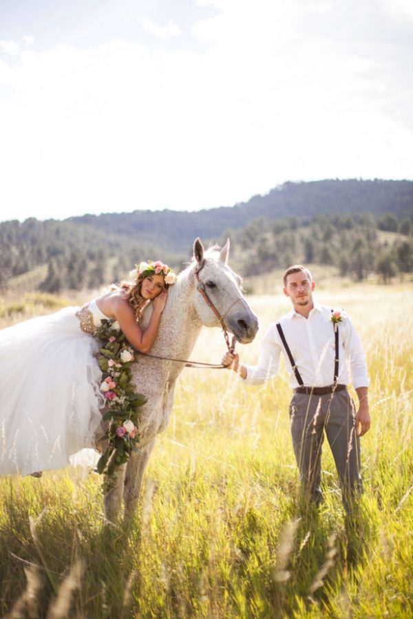 horse-and-flower-crown-wedding-photo-shoot-ideas.jpg