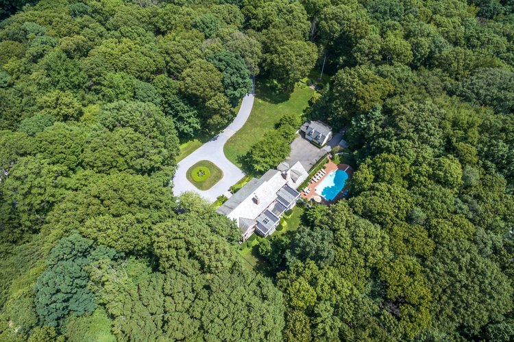 $2.995M | 231 PIPING ROCK RD, OLD BROOKVILLE