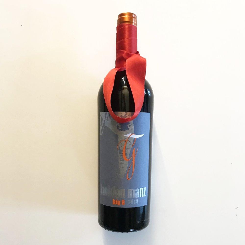 Standard-Verpackung 'Schlicht' für Wein    Wählen Sie zunächst die Weine aus, die Sie verschenken möchten und anschliessend unter 'Weingeschenk' den passenden Verpackungsstil.