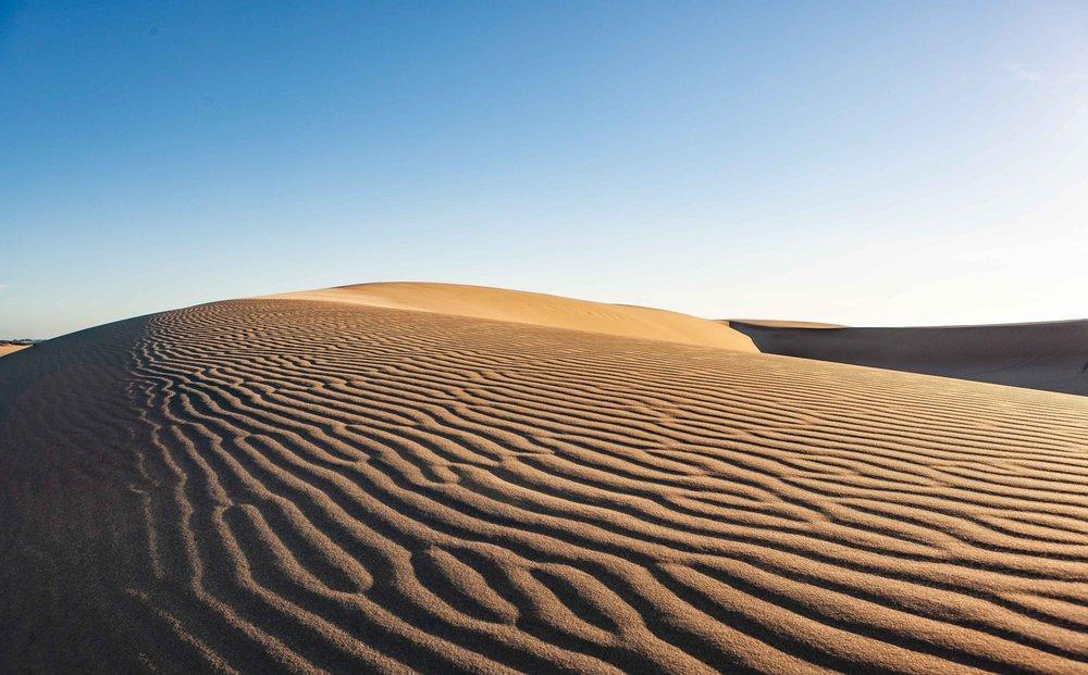 adventure-alone-arid-1123567.jpg