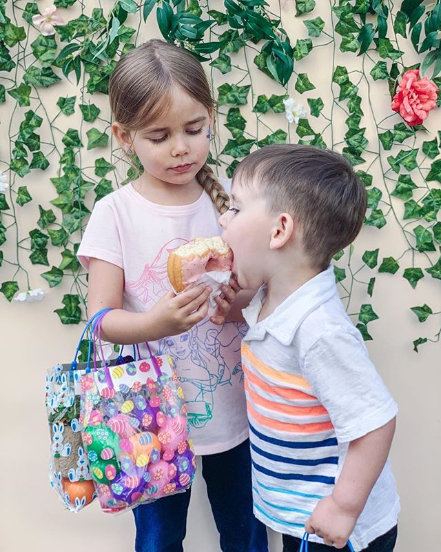 We had such a blast at the @first_sf Egg Hunt. Gorgeous photo backdrops by @liljess87 and @jennwong413 and donuts by @johnnydoughnuts. Also, my kids shared something for the first time in their lives. 😍