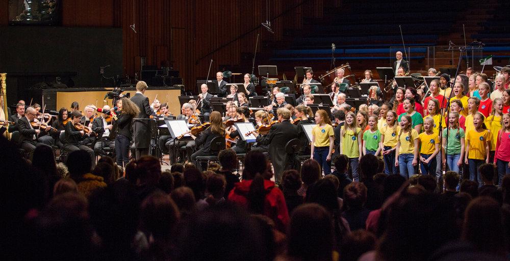 90 000 BARN SANG SAMMEN TIL LIVE, STREAMET KONSERT:  Elever fra ulike skoler synger sammen med Oslo Filharmonien på Skolenes sangdag 2018 i Oslo Konserthus.