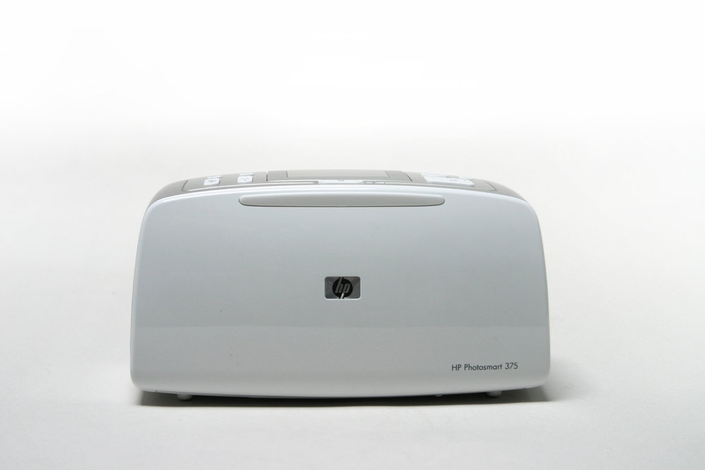 HP PHOTOSMART 475 - Completed 2004, as a Designer for SmartHP asked for a contemporary, clean and geometric language for a brand new category of very small portable printers.
