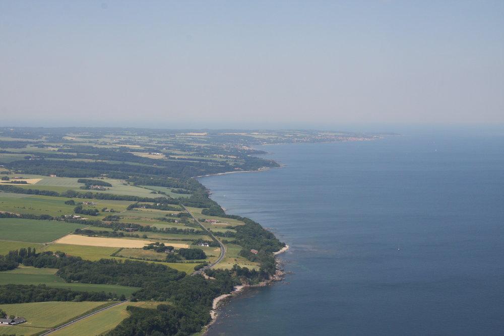 Udsigten op ad østkysten på en af ruterne fra Nexø - klik for at se rutekort