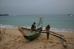 Karunadasa setting out to fish in the early evening in Unawatuna