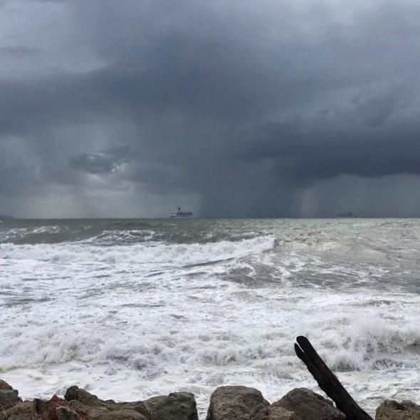 Etwas viel Wellen und Wind zum Segeln