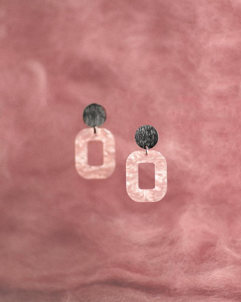 lyserød-baby-rosa-med-farvet-baggrund-ox.jpg