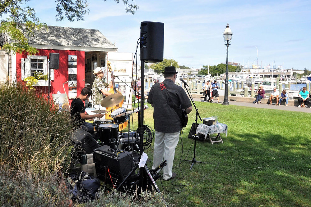 Shanty-band-with-people-W.jpg