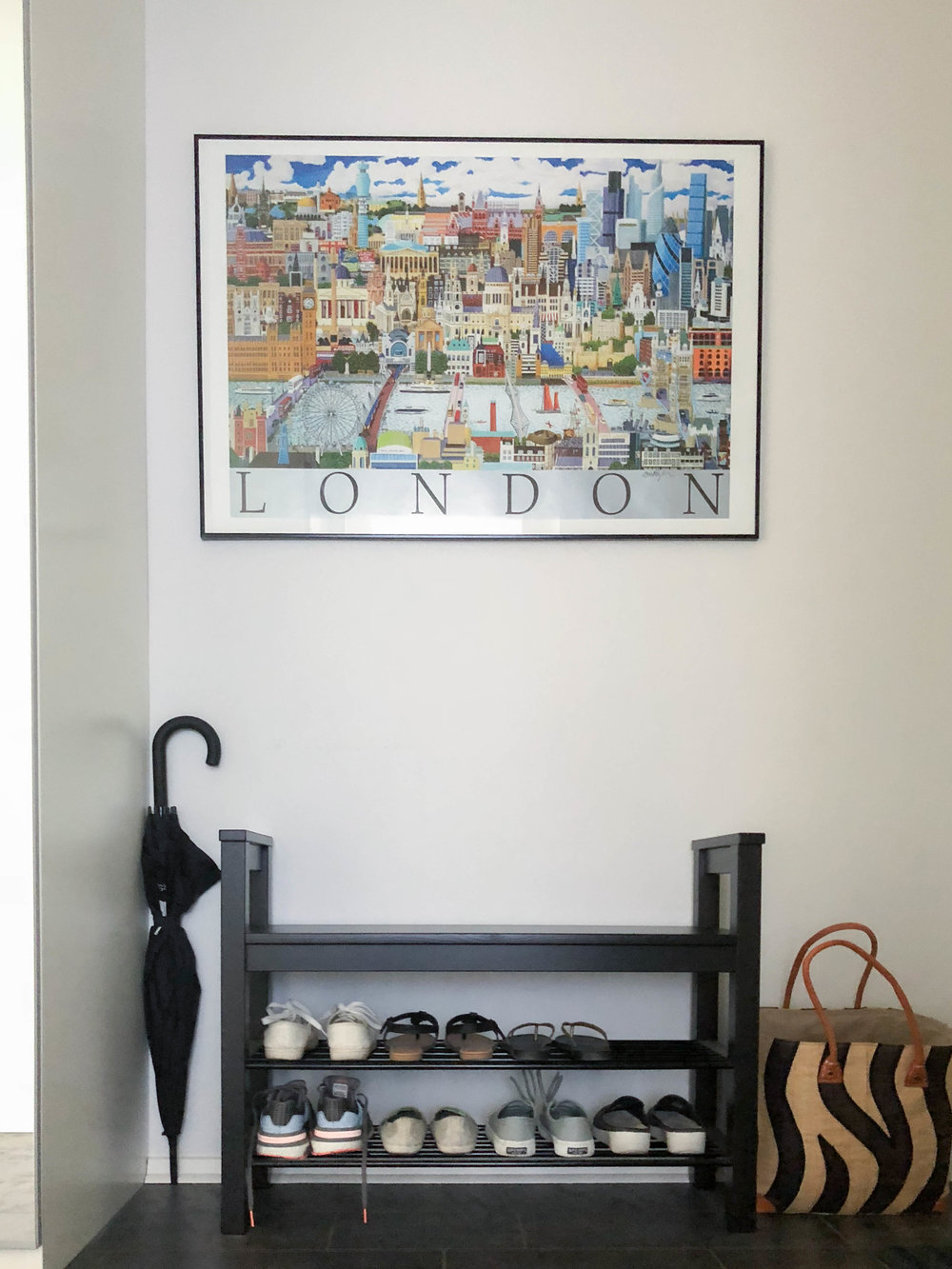 This is where I put the shoes that I usually wear. - To make it easier to clean the apartment, the shoes can only go up to that point. The bag is where I put the newspapers, magazines and mails that I receive almost every single day. Also, My landlord is from the UK. Thus, the London print.