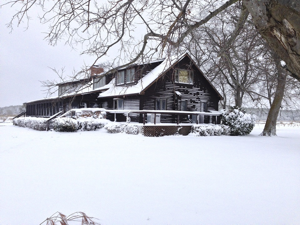 lodge in snow.jpg