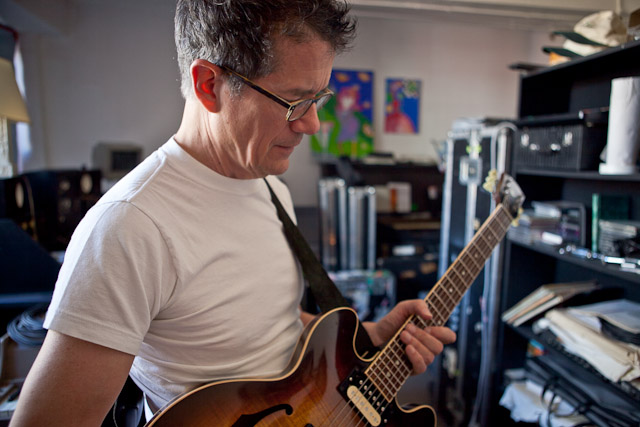 Jon Herington at his former studio in midtown Manhattan. (Emon Hassan/Guitarkadia)