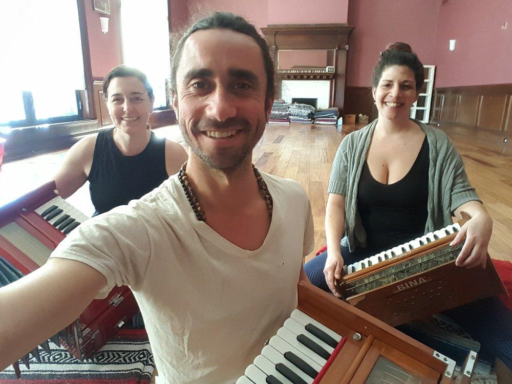 seth-lieberman-harmonium-voice-chanting-devotion-yoga-nyc-hudson-valley