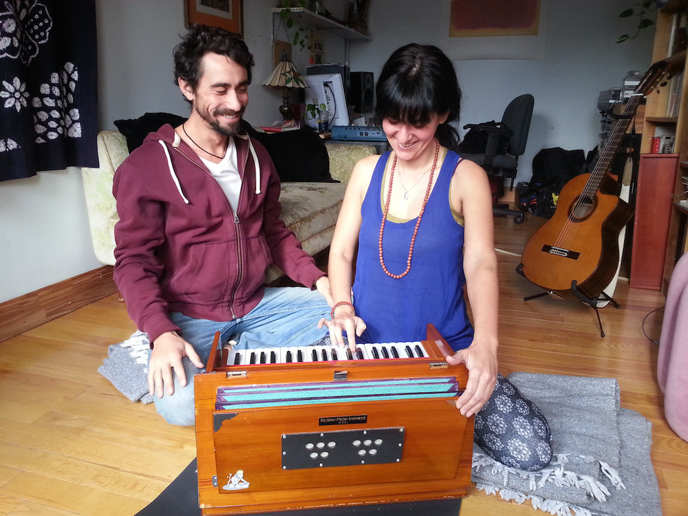 seth-lieberman-harmonium-voice-chanting-yoga-nyc-hudson-valley
