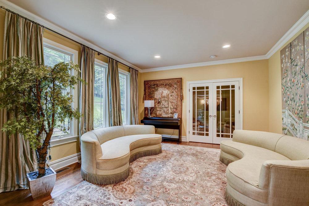 54 Old Somerset Rd Watchung NJ-large-009-27-Living Room-1500x1000-72dpi.jpg