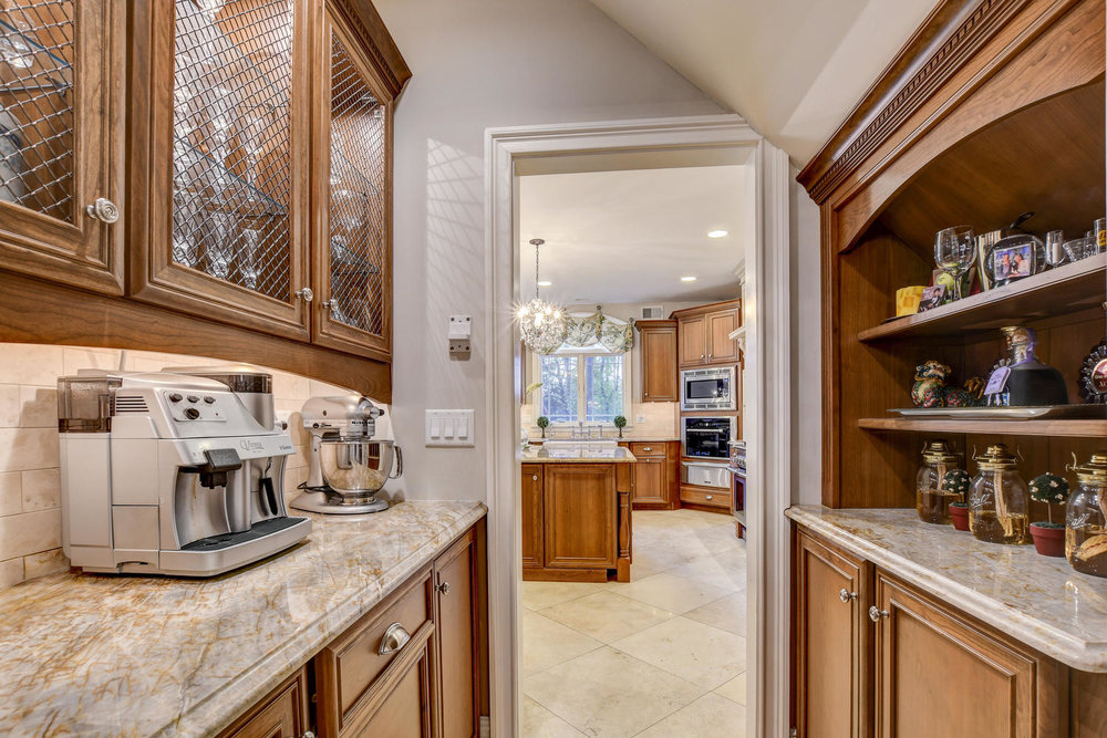 54 Old Somerset Rd Watchung NJ-large-013-8-Butlers Pantry-1500x1000-72dpi.jpg