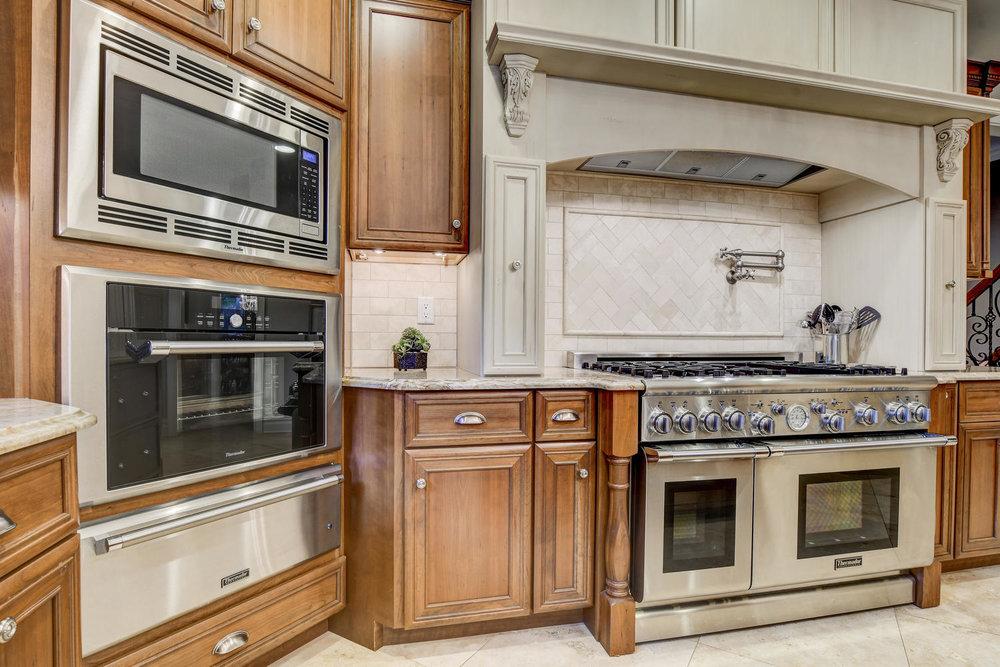 54 Old Somerset Rd Watchung NJ-large-015-23-Kitchen-1500x1000-72dpi.jpg