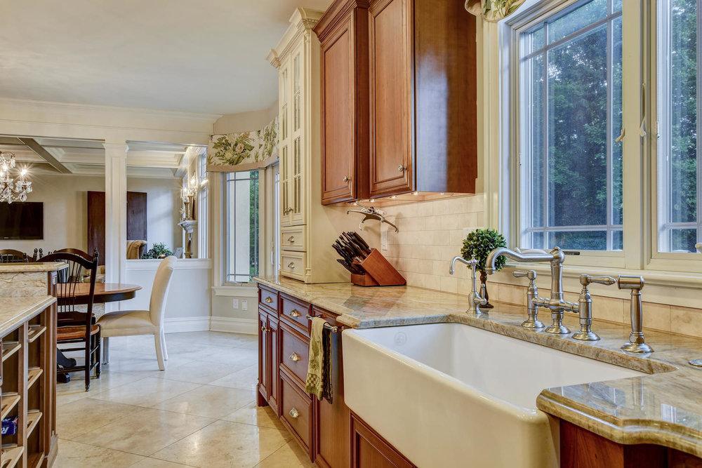 54 Old Somerset Rd Watchung NJ-large-016-2-Kitchen-1500x1000-72dpi.jpg