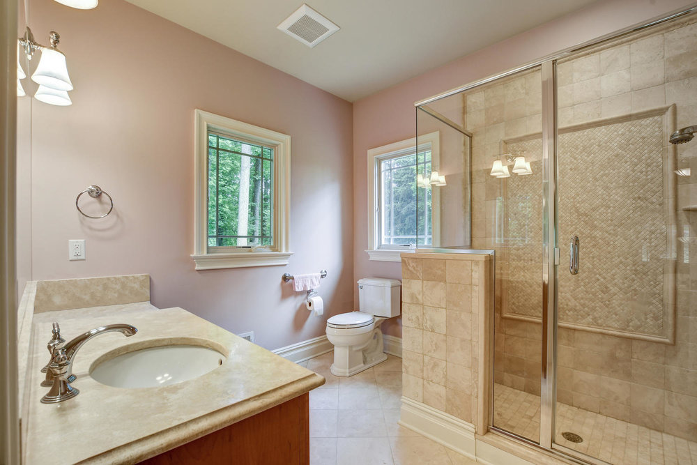 54 Old Somerset Rd Watchung NJ-large-023-48-Guest Room1 Ensuite-1500x1000-72dpi (1).jpg