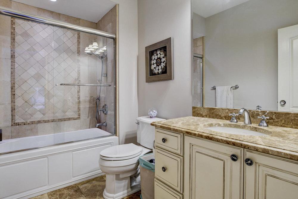54 Old Somerset Rd Watchung NJ-large-036-51-Bedroom2 Ensuite-1500x1000-72dpi.jpg