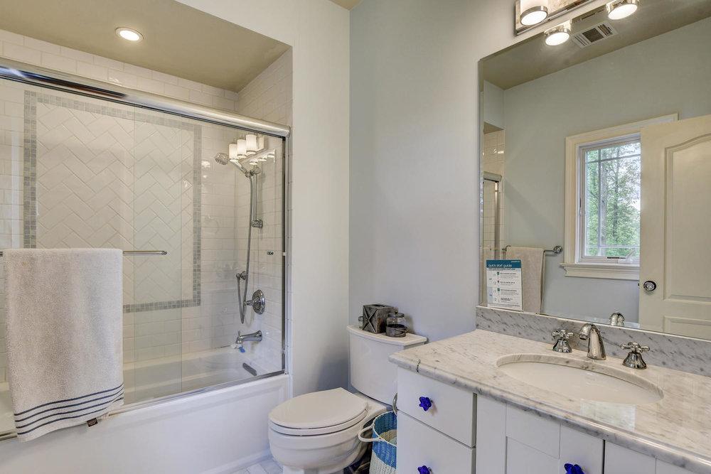54 Old Somerset Rd Watchung NJ-large-038-53-Bedroom3 Ensuite-1500x1000-72dpi.jpg