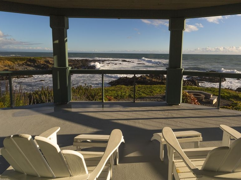seadance oceanfront home - Spectacular ocean views, soothing ocean sounds, awesome sunsets, and an opportunity to unplug from everyday life. Find out more here.